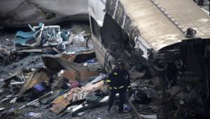 Saint-Jacques de Compostelle : les secours au travail au lendemain de la catastrophe ferroviaire, jeudi 25 juillet 2013