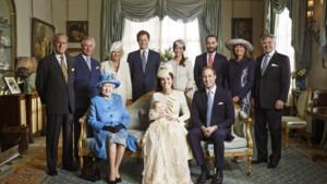 Voici l'une des cinq photos officielles prises à l'issue du baptême du Prince George, le 23 octobre 2013.