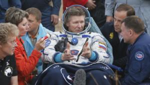 Gennady Padalka, de retour sur Terre après une mission sur l'ISS, le 12/9/15