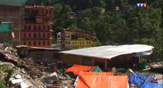 Le 20 heures du 3 mai 2015 : Séisme au Népal : les zones dévastées sillonnées pour reconstruire plus solide - 1046.412