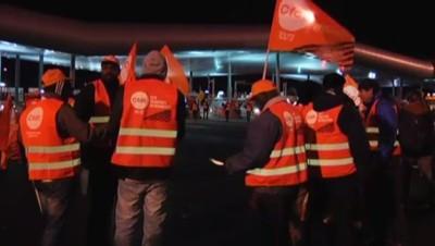 Routiers bloquant le péage de St-Arnoult, dans les Yvelines, sur l'A10, 19/12/14