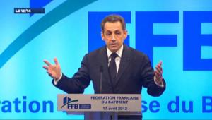 """Sarkozy raille les """"rodomontades et les mouvements de biceps"""" de Hollande sur les marchés"""