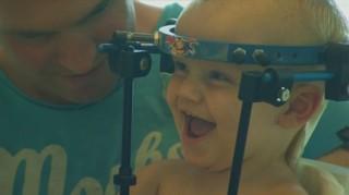 Le crâne de ce bébé s'est détaché de sa colonne vertébrale, il a survécu