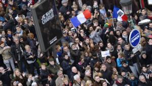 La foule marche vers la place de la Nation à la mémoire de Charlie Hebdo et des victimes des attaques