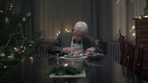 Malgré sa solitude, l'homme a quand même tenu à célébrer Noël.