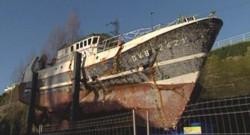 TF1/LCI - Le chalutier Bugaled Breizh, dont le naufrage a fait 5 morts le 15 janvier 2004