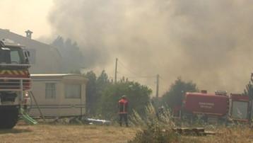 Les pompiers luttant pour protéger des maisons en Corse-du-Sud (23 juillet 2009)