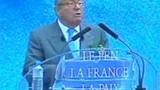 Le Pen durcit son discours