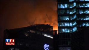 Impressionnant incendie dans un building à Moscou
