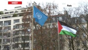 Le drapeau palestinien a été hissé pour la 1re fois le 13 décembre 2011 au siège d'une organisation de l'ONU, l'Unesco à Paris, où les Palestiniens ont acquis le statut de membre.