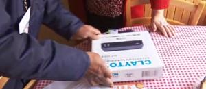 Passage de la TNT à la HD : installation de l'adaptateur, du câble... les postiers aident les retraités
