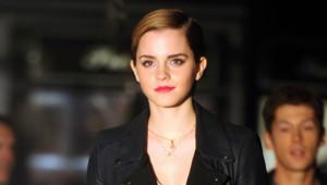 Emma Watson sur le tournage de Lancôme à Saint-Germain-des-Prés à Paris. Le 14 mars 2011.