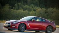 La Nissan GT-R 2015, une bête de 550 ch à la mécanique retouchée et au confort de conduite amélioré.
