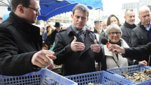 Manuel Valls sur le marché de Saint-Brieuc le 14 mars 2015