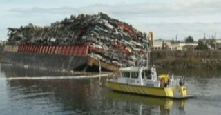 Canada : une barge se renverse, au moins 50 carcasses de voitures à l'eau