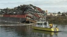 Canada : une barge se renverse, 50 véhicules à l'eau