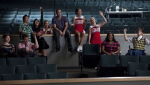 Glee - Saison 2. Série créée par Ryan Murphy, Brad Falchuk, Ian Brennan en 2009. Avec : Matthew Morrison, Kevin Mc Hale, Lea Michele et Cory Monteith