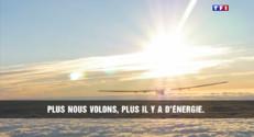 """Le 20 heures du 30 mars 2015 : Bertrand Piccard : """"Dans 10 ans, des plate-formes aériennes grâce au soleil"""" - 1819.949"""