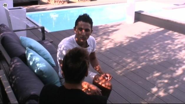 Eddy tente de faire comprendre à Vivian le choix de la candidate.