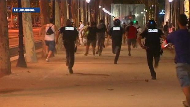 La police espagnole tire des balles en cahoutchou contre les manifestants qui protestent contre le plan de rigueur du gouvernement. Photo prise le 19 juillet 2012.