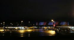 L'aéroport de Paris-Charles-de-Gaulle rendant hommage aux victimes des attentats du 13 novembre.