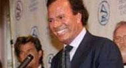 Le chanteur Julio Iglesias lors des Grammys latins (Sept. 2001)