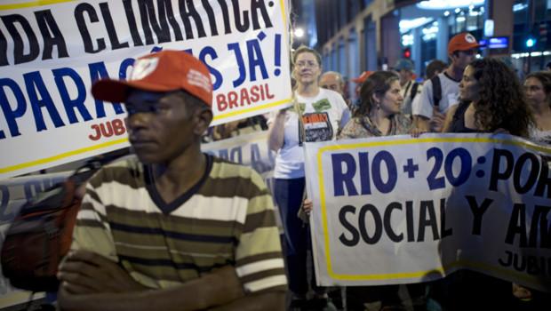 Manifestation en marge de l'organisation du sommet Rio+20 (19 juin 2012)