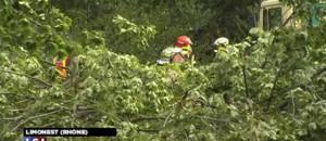 Les vents violents font trois morts dans le centre-est de la France