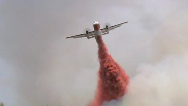 Avion bombardier d'eau.