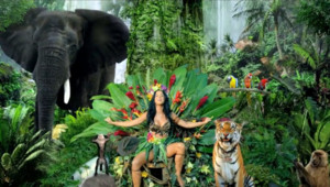 """Katy Perry dans le clip de """"Roar""""."""