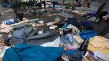 Le camp de fortune du métro Chapelle à Paris après l'évacuation des migrants qui l'occupaient le 16 juin 2016