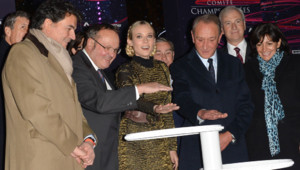 Diane Kruger illuminant les Champs-Elysées en novembre 2012
