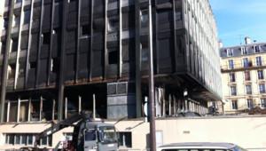 L'immeuble du commissariat du XIIIe arrondissement de Paris après un incendie (1er avril 2012)