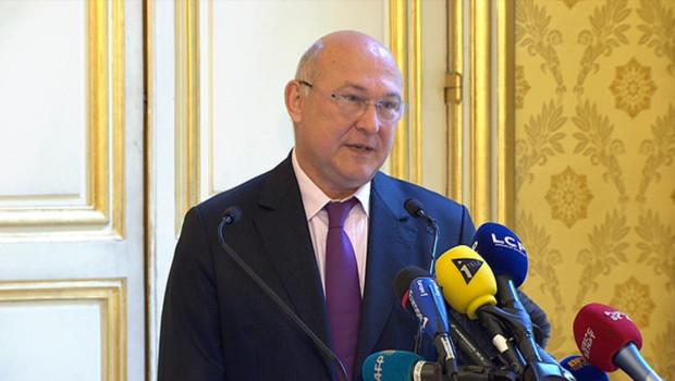 Le ministre du Travail, Michel Sapin, dévoile le coup de pouce au Smic, mardi 26 juin.