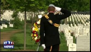 Le Prince Harry au cimetière d'Arlington en hommage aux soldats américains
