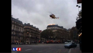 Un hélico atterrit place de la Madeleine à Paris