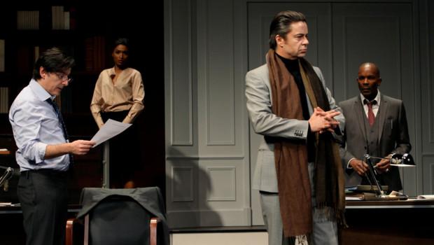 Yvan Attal dans la pièce Race de David Mammet