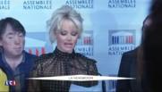 """Pamela Anderson à l'Assemblée : """"Brigitte Bardot m'a inspirée"""""""
