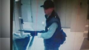La photo de l'homme suspecté d'avoir tiré lundi sur un photographe de Libération lors de l'attaque à BFMTV.