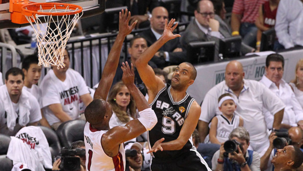 Tony Parker (San Antonio) face à Miami