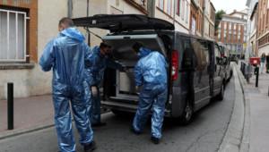 Toulouse : la police scientifique devant l'immeuble où Eva a été retrouvée morte, 4/8/15