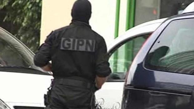 Un policier du GIPN à Cannes, le 7 octobre 2012.