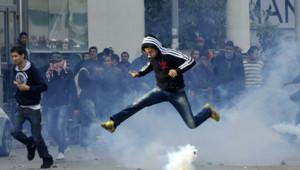 Des affrontements ont éclaté mercredi à Tunis après l'assassinat mercredi à Tunis de l'opposant et avocat Chokri Belaïd.
