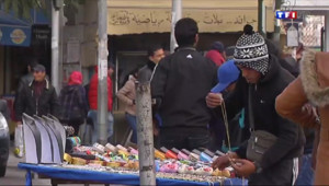 Le 13 heures du 24 janvier 2014 : Vendeur de rue, seule solution pour les tunisiens au ch�e - 1205.4188512573241