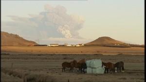 Autour du volcan en éruption en Islande, le 18 avril 2010.