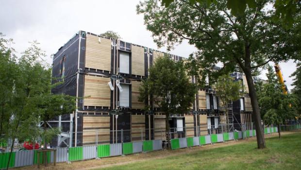 Les premiers modules destinés à loger les sans-abris dans un centre situé dans le XVIe arrondissement de Paris ont été installés