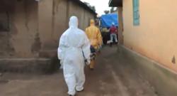 Les volontaires de la Croix Rouge luttant contre le virus Ebola en Guinée suivis par Sept à Huit, diffusé le 7 septembre 2014.