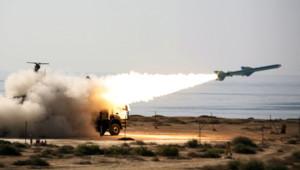 """Test de missile iranien """"Qader"""" de 200 km de portée (2 janvier 2012)"""