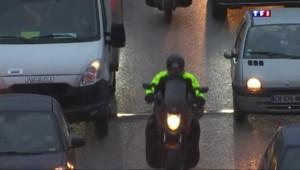 Motos : la circulation entre deux files de voitures expérimentée pendant 4 ans