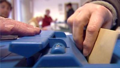Vote bulletin urnes voter élections